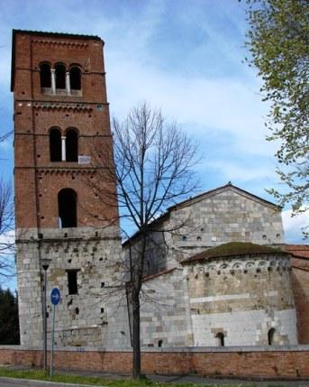 Photo credits: Wikipedia La torre pendente della Chiesa di San Michele degli Scalzi